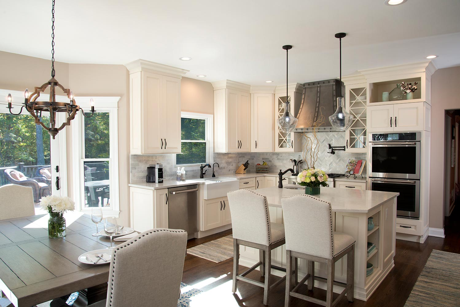 Chic Cameo Kitchen With Jefferson Door Style